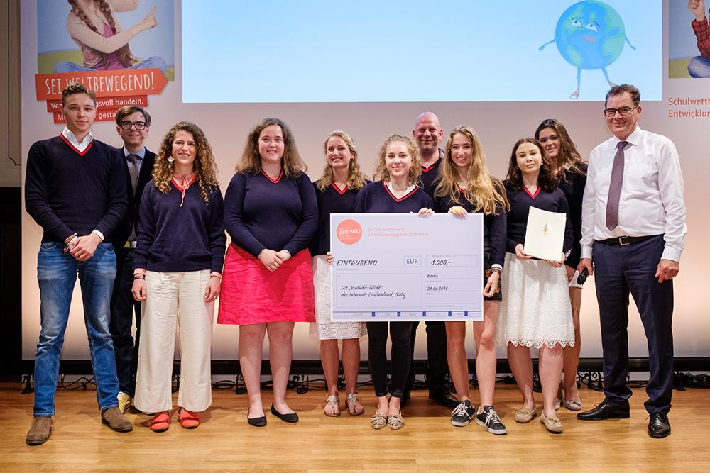 Die Schülerinnen und Schüler einer deutschen Schule haben bei einer Spendenaktion eintausend Euro für das Kinderhilfswerk Eine Welt gesammelt.