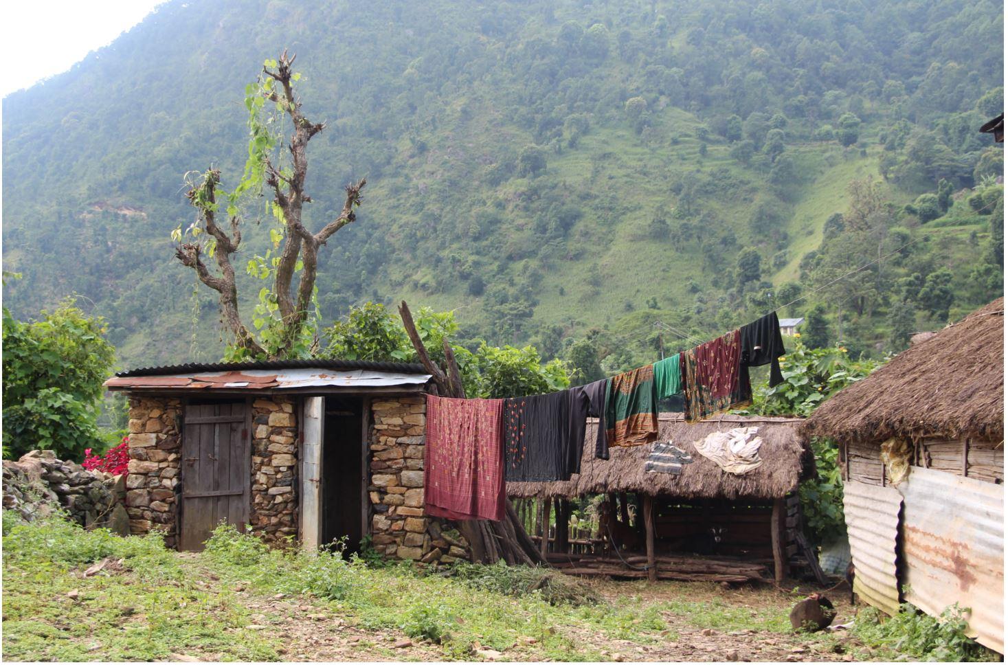 Ein nepalesisches Dorf in den Bergen.