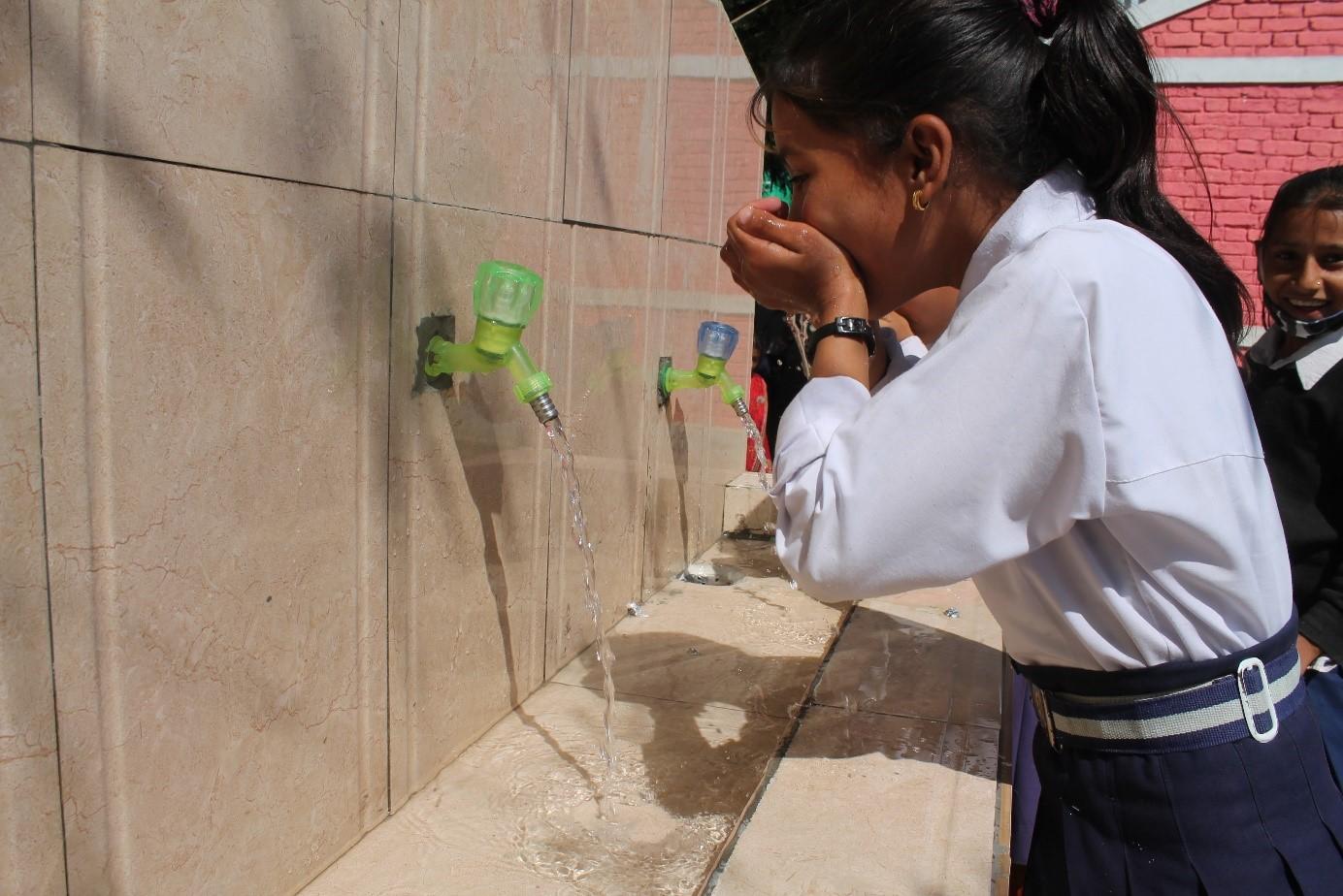 Neuer Trinkwasserzug in Nepal.